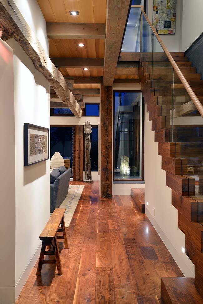 edge hardwood beams11 - Reclaimed Hardwood Barn Timbers