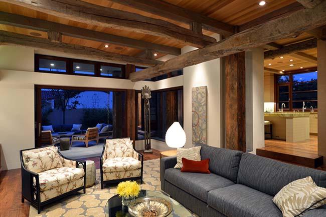 edge hardwood beams12 - Reclaimed Hardwood Barn Timbers