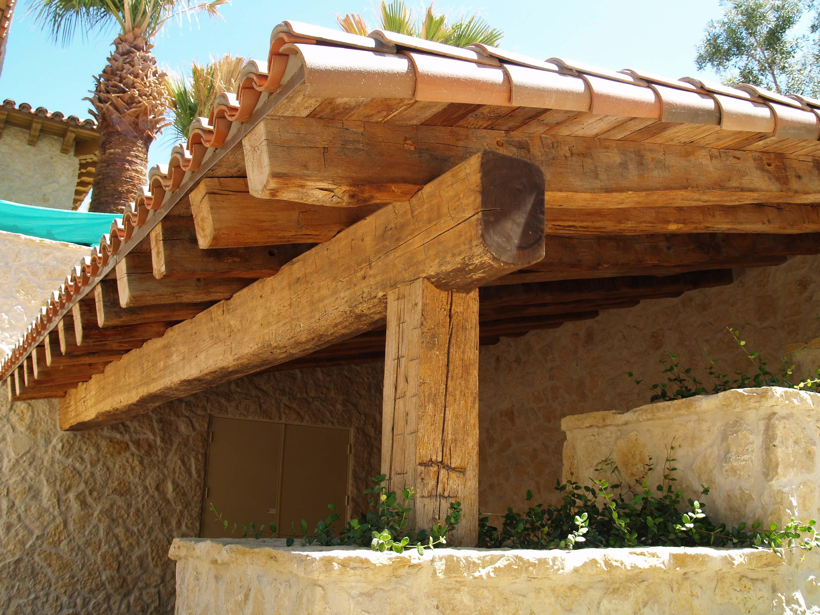 edge hardwood beams17 - Reclaimed Hardwood Barn Timbers