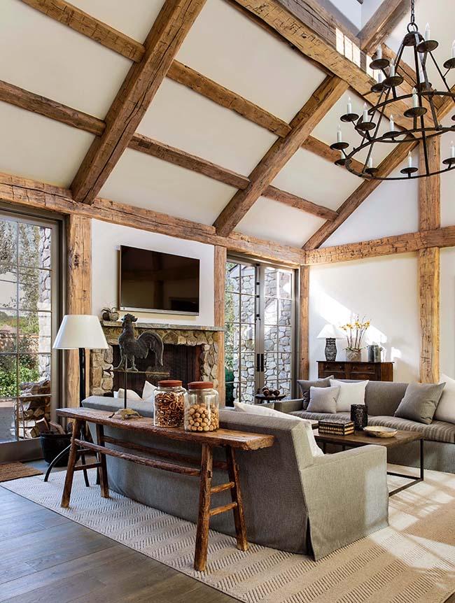 hewn hardwood beams11 - Reclaimed Hardwood Barn Timbers